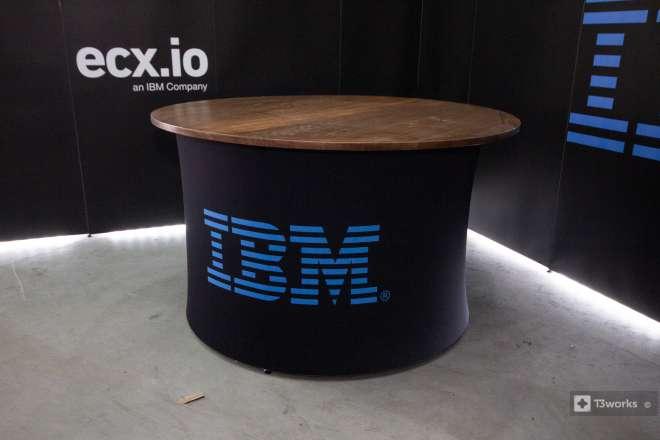 Kulatý textilní stůl - IBM